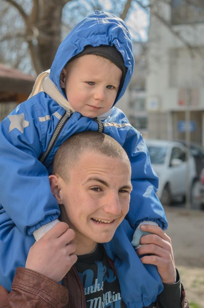Малкия невинно син Калоян и неговия грижовен батко :)
